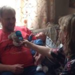 Hvite Ørns leder blir intervjuet av NRK